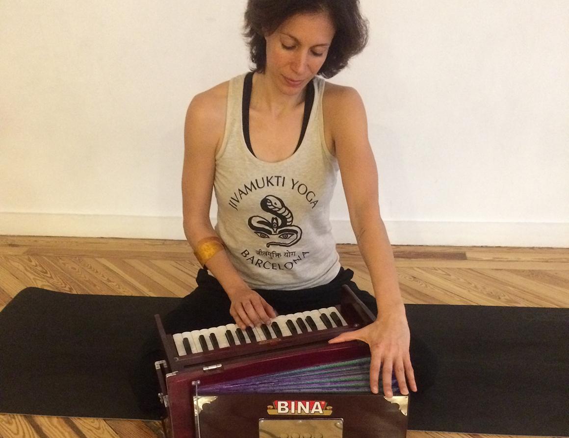 ¿Conoces Jivamukti Yoga?