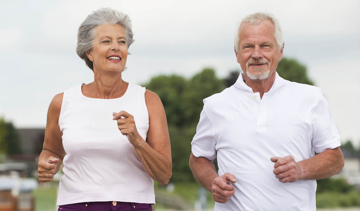 Los 22 mejores ejercicios para tus abuelos en casa