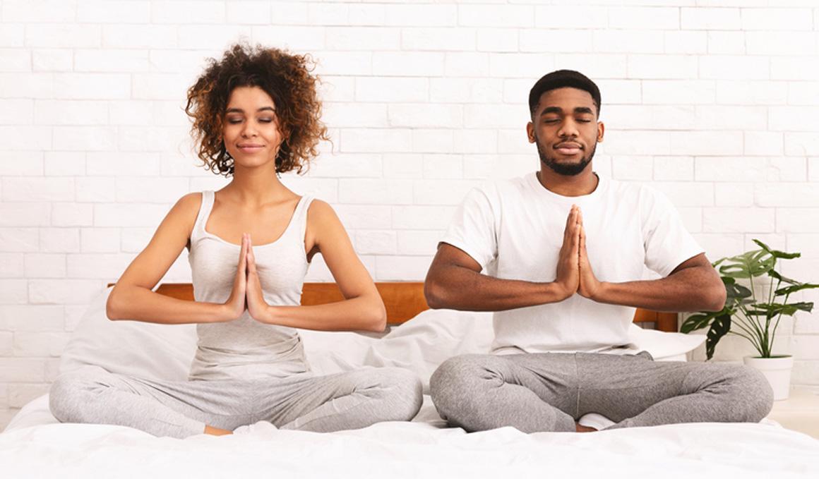 Secuencia de 10 posturas de yoga para tener mejor sexo y subir la libido