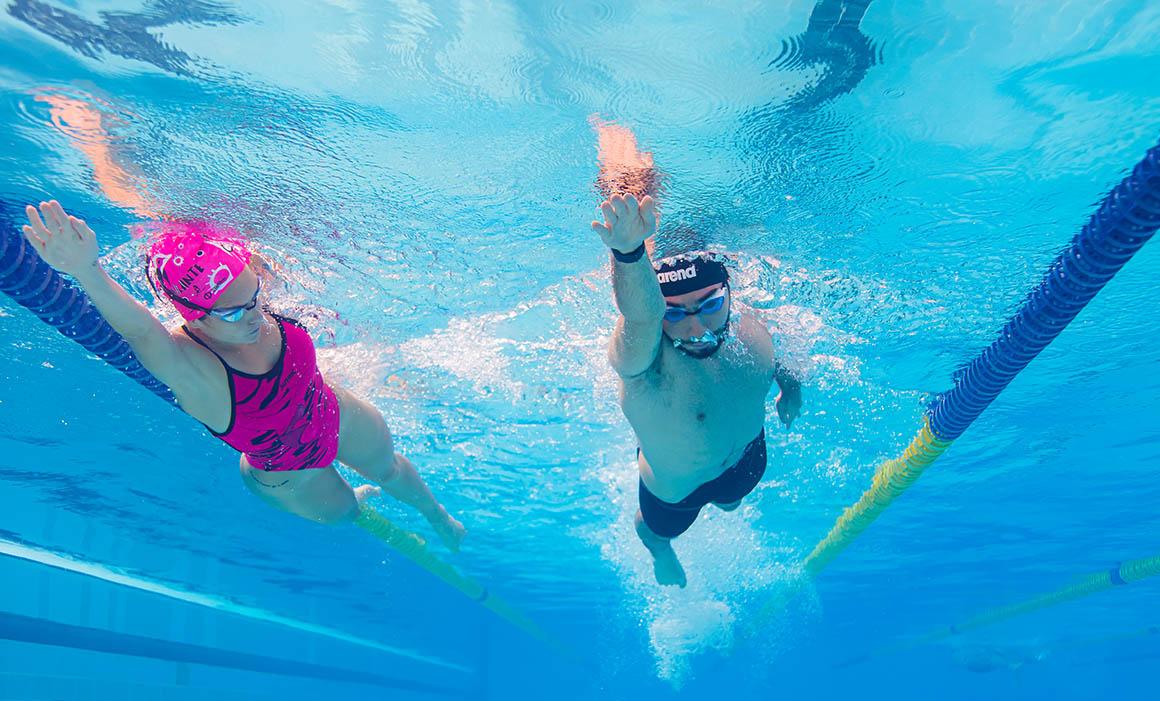 Ejercicios fundamentales de natación: las remadas
