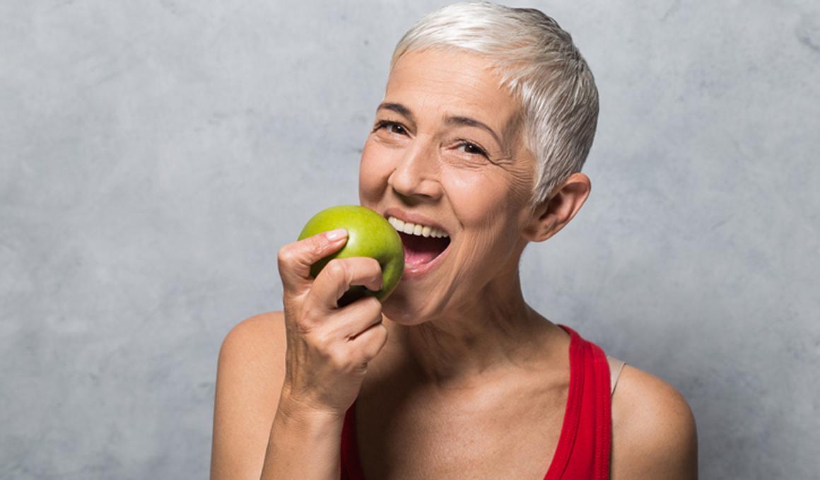 Manzanas, frutas del bosque y té para prevenir la enfermedad de Alzheimer y demencia senil