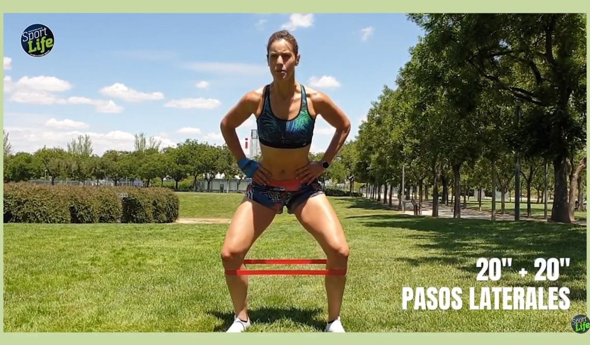 ¡Glúteos fuertes entrenando en el parque!