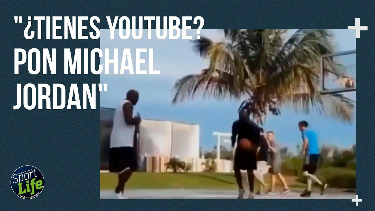 Lo que te puede pasar si entras en la pista y hay uno que se parece muchísimo a Michael Jordan