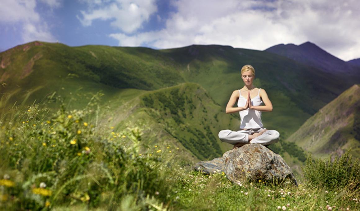 5 beneficios de meditar en la montaña