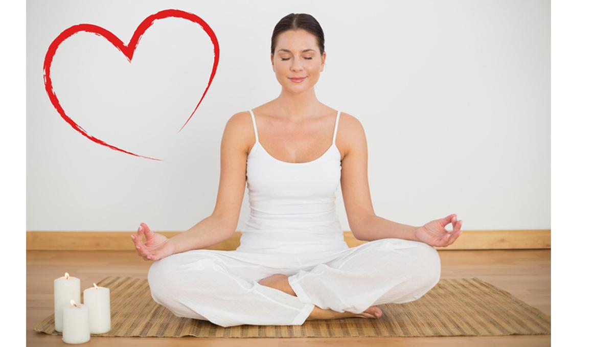 Yoga para tu corazón: La práctica de yoga mejoraría los síntomas de pacientes cardiacos