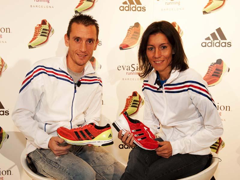 Carles Castillejo y Vanessa Viega presentan las zapatillas que llevarán en Londres 2012