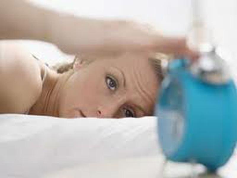 Cuando duermes mal comes peor