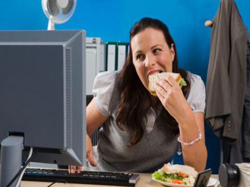Cuanto más horas despierto, más calorías ingieres