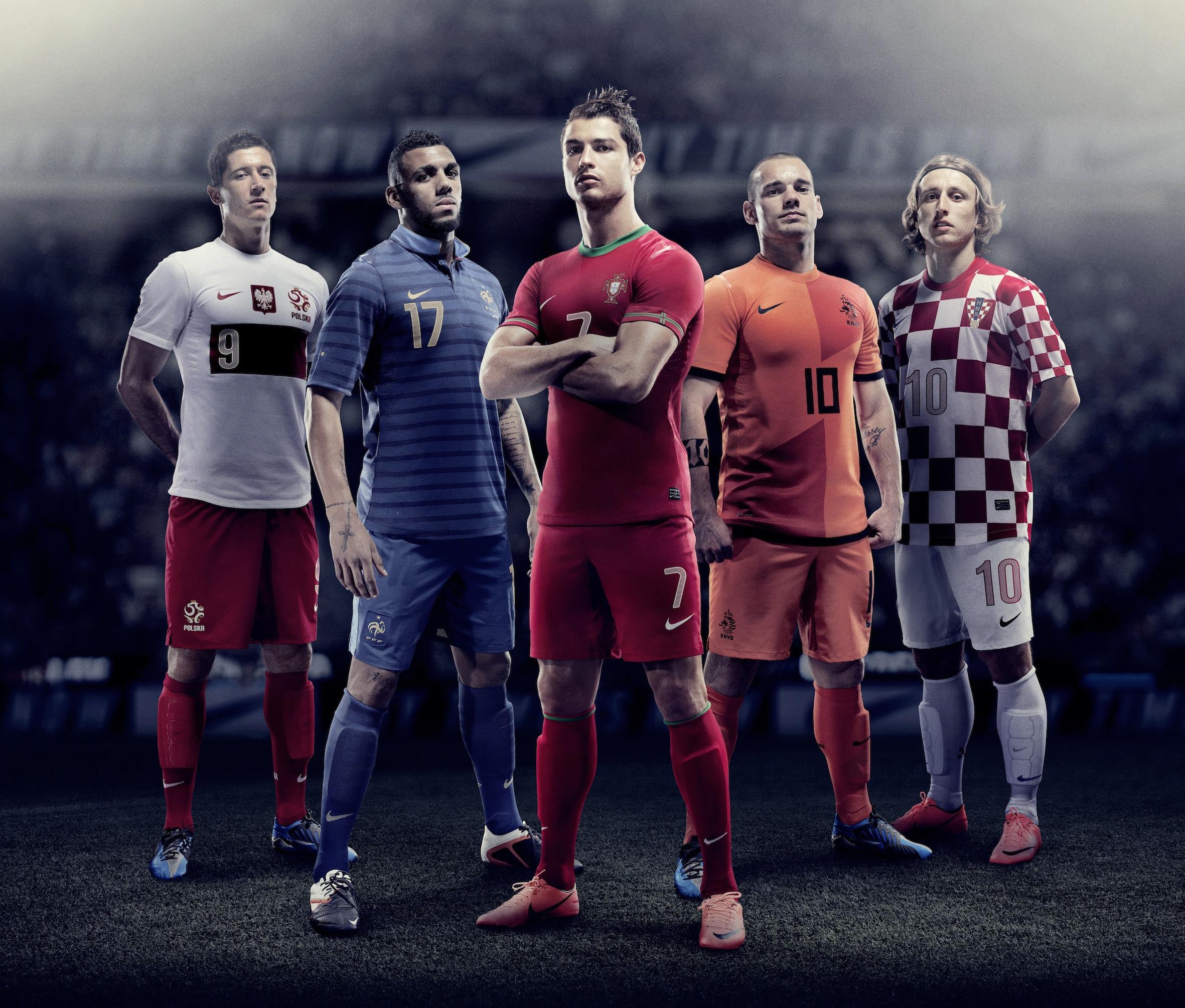 Nike presenta las equipaciones de Euro 2012
