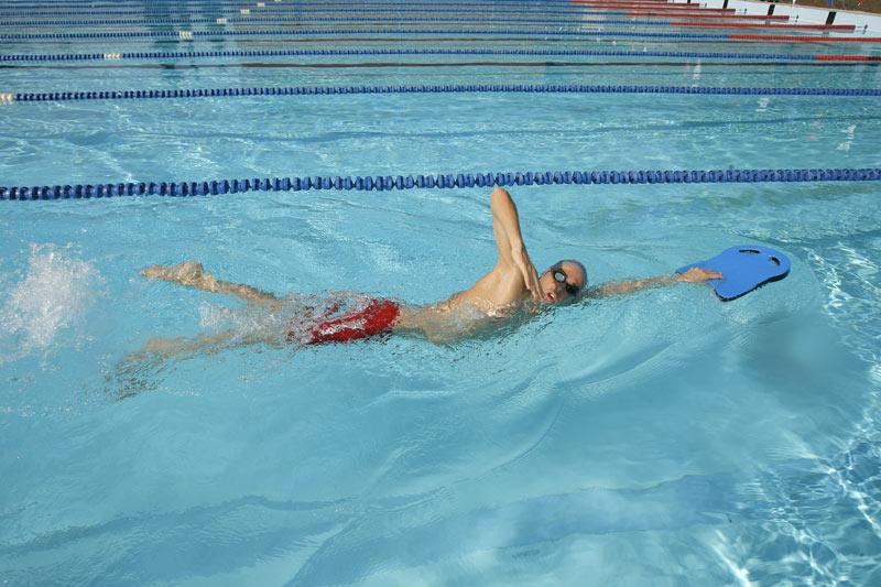 T cnicas de nataci n crol guia nataci n for Como construir piletas de natacion de material