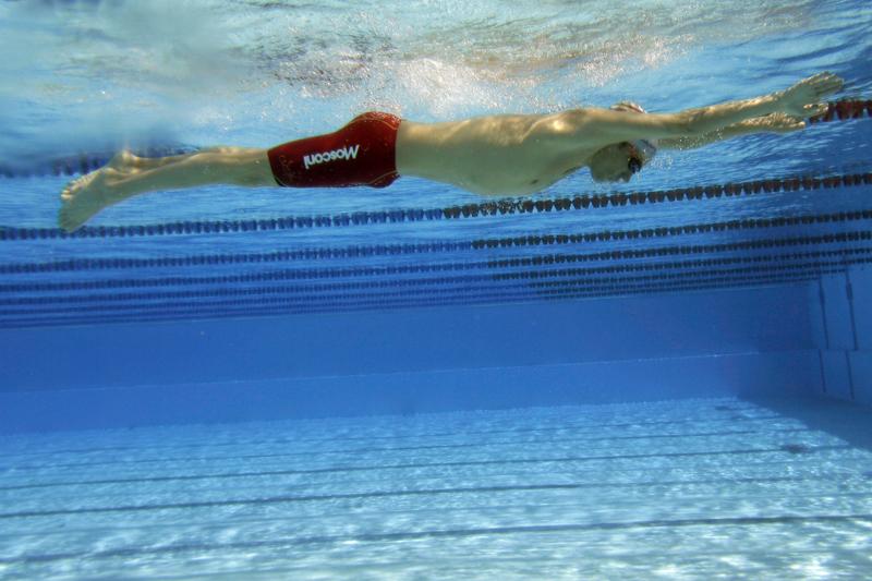 Nadar a estilo braza