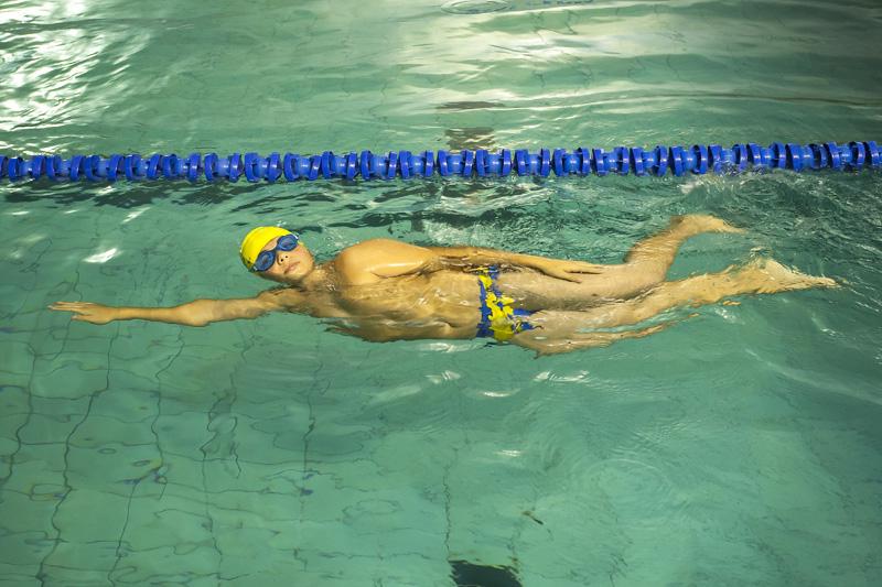 5 ejercicios para niños para disfrutar nadando