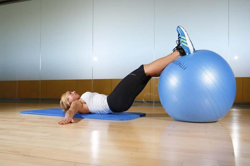 Piernas en forma con el fitnessball