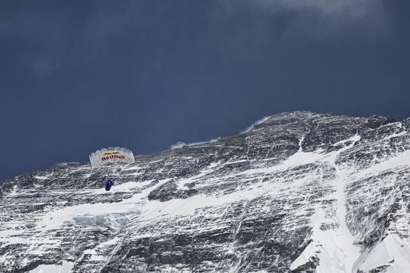 Récord del mundo de salto base desde el Everest