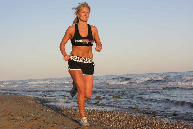 Estira y tonifica tus músculos en la playa