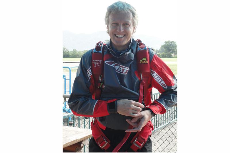 ¿Eres emprendedor y necesitas 20.000 euros? ¡Lánzate en paracaídas como Álvaro Bultó!