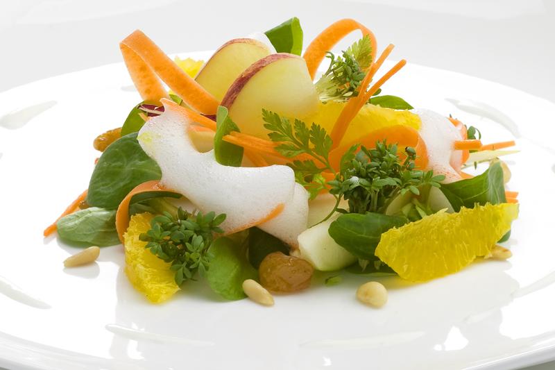 Ensalada de manzana y zanahoria cruda