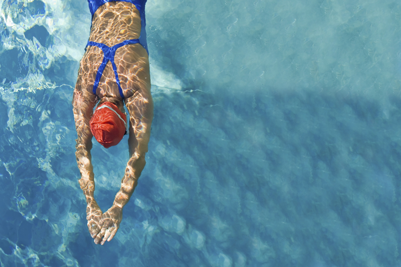 Los mejores entrenamientos para perder grasa nadando