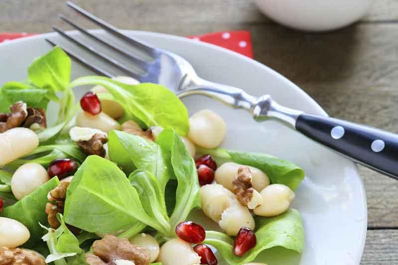 Receta de ensalada de alubias blancas, canónigos, nueces y granada