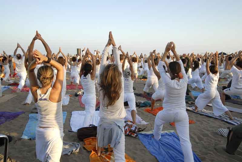 Masterclass de yoga frente al mar en Barcelona