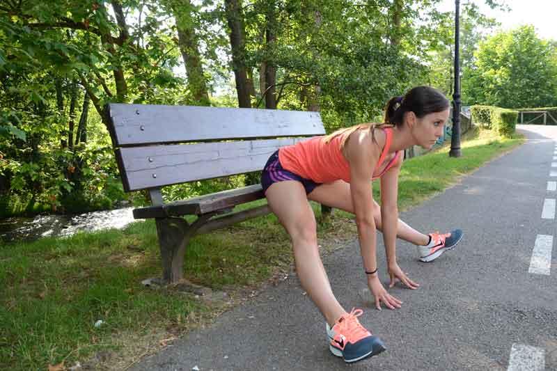 Ejercicios para elongar isquiotibiales y cuidar tu espalda