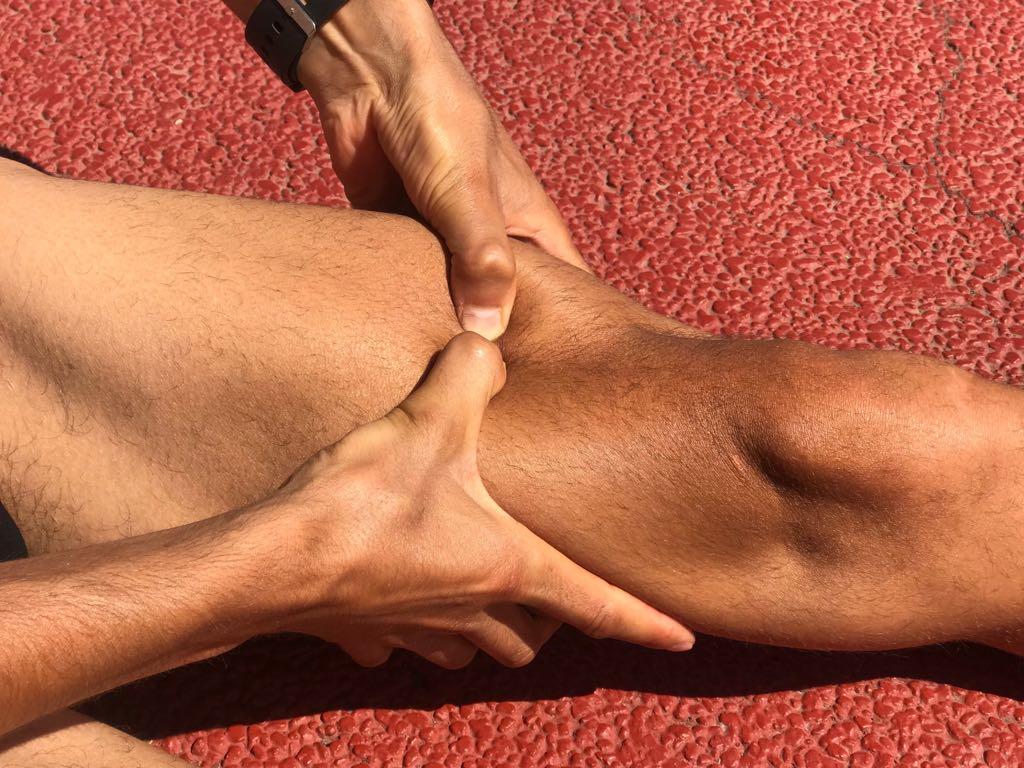 Automasaje con pulgares para pierna