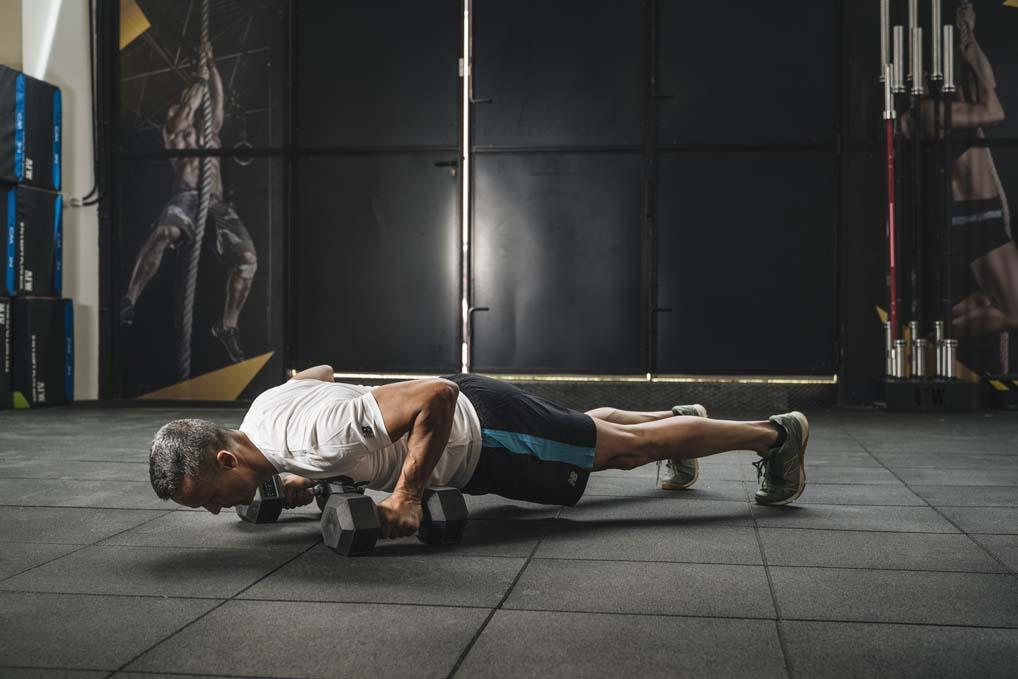 Circuito de ejercicios de fuerza para quemar más grasa
