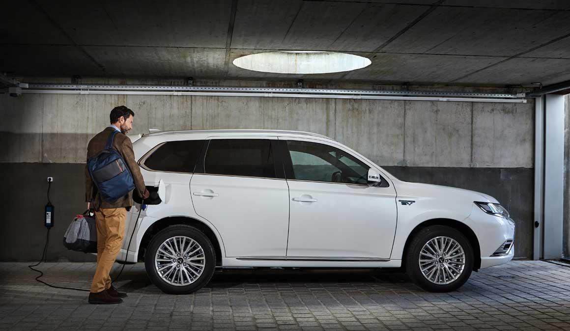 Mitsubishi Outlander Phev: el coche híbrido enchufable auto-recargable para el deportista