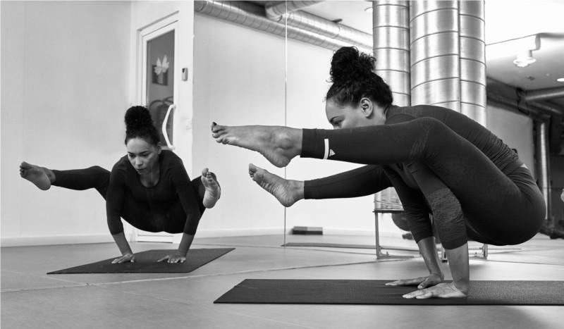 La Titibhasana O Posicion De Libelula Es Una Las Posturas Avanzadas Del Yoga Requiere Un Gran Trabajo Desde Los Brazos No Sencilla