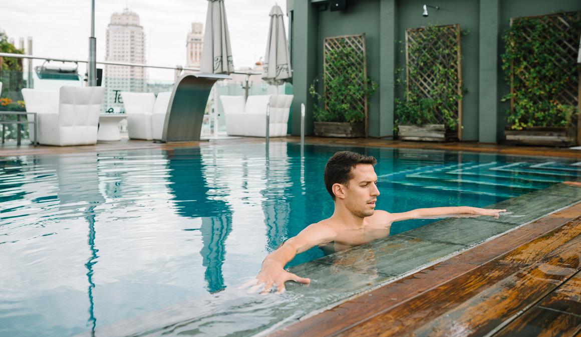 Fitness en la piscina ejercicios para mantener fuerza y for Ejercicios en la piscina