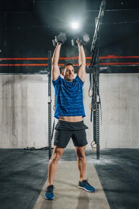 Los mejores ejercicios con mancuernas y pesas rusas