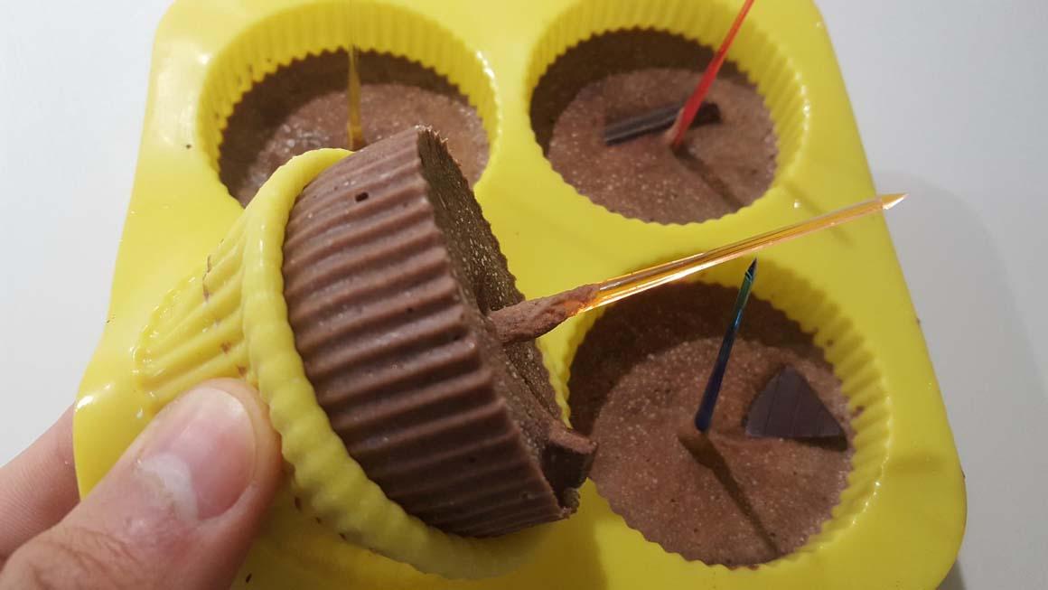 Elaboración de helado de cacao, jengibre y yogur