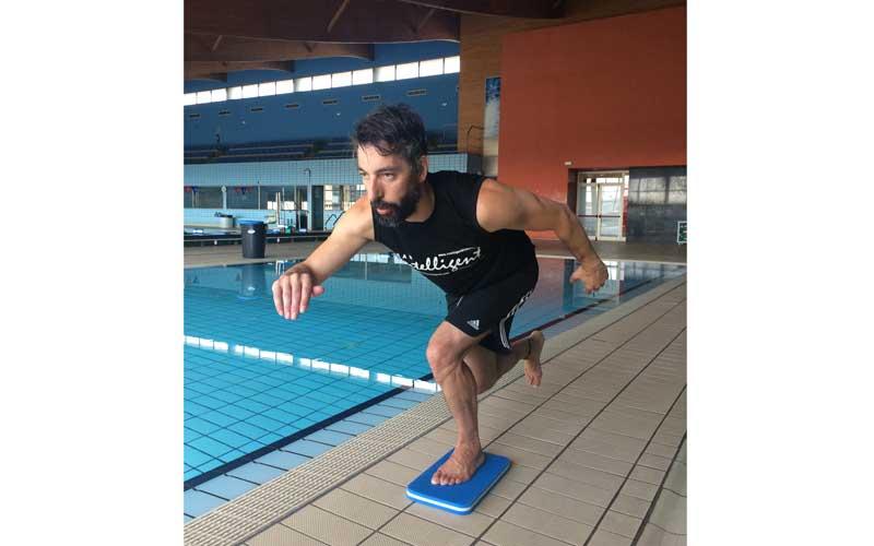 15 ejercicios para tonificar en la piscina nataci n for Ejercicios piscina espalda